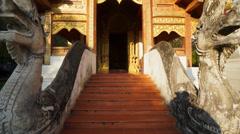 Wat Pra Singha Viharn tilt up shot Stock Footage