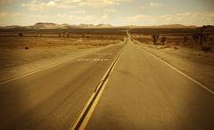 Mojaven autiomaassa valtatie Etelä-Kaliforniassa, Yhdysvalloissa. Raaka etelä Kaliforniassa mailla Kuvituskuvat