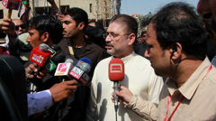 Sharjeel Memon speaking to Press at Bomb Site in Karachi, Pakistan Stock Footage