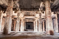Sisällä hindu temppeli Kuvituskuvat