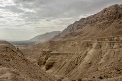 Näkymä Dead Sea rantaviivaa. Israel Kuvituskuvat