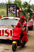 People celebrate arriving fuifui moimoi on vavau island, tonga Stock Photos
