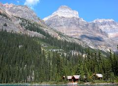 Wooden cabins at lake o'hara, yoho national park, canada Stock Photos