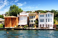 Luxury life style houses with magnificent views of the Bosphorus, Istanbul Stock Photos