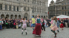 Street entertainers, grand place, brussels, belgium Stock Footage