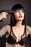 Kaunis nainen kasvot taiteen yrittää tehdä itsemurhan Kuvituskuvat