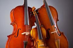 Musiikki Cello pimeässä huoneessa Kuvituskuvat
