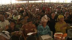 Huge congregation singing, Nigerian mega church Stock Footage