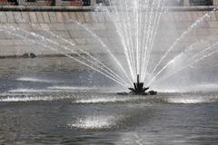 Water spray from fountain in the middle of river Kuvituskuvat