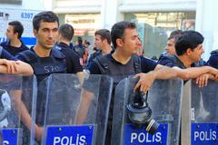 Istanbul - jun 17: five labor unions call 1-day nationwide strike over crackd Stock Photos