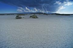 Desert lightning storm - desert thunderstorm. mojave desert, california, usa. Kuvituskuvat