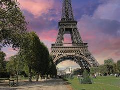 Eiffel Tower from Parc du Champs de Mars, Paris Kuvituskuvat