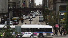 WS HA Busy street intersection and Chicago Transit Authority elevated train in Stock Footage