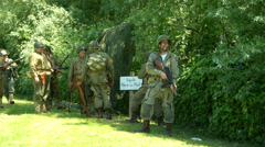 US airborne meet infantry troops Normandy 04 Stock Footage