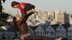 USA, California, San Francisco, Alamo Square Park, Woman with daughter (4-5) - stock footage
