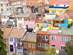 Ilmakuva rivitalo asuntojen esikaupunkialueella Ortakoy lähellä Bosporus vuonna istanbu Kuvituskuvat