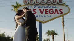 MS TU Newly wed couple kissing by Las Vegas welcome sign / Las Vegas,Nevada,USA Stock Footage