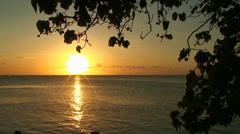 Sea Golden Sunset. Auringonlaskua horisontin. Arkistovideo