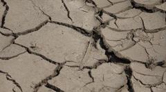 ULTRA HD 4K lähikuva yksityiskohta kuiva ground muta karu maasto käsite kuvio autiomaa Arkistovideo