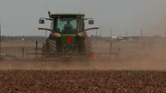 Tractor pulls 'scratcher' 4 Stock Footage