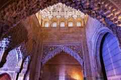 Square shaped domed ceiling of the sala de los reyes alhambra moorish wall de Stock Photos