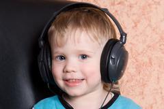 Lapsi kuulokkeet Kuvituskuvat