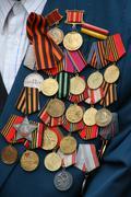 Neuvostoliiton WW2 sotilaallinen palkinnot veteraani rinnassa Kuvituskuvat