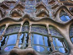 BARCELONA - APR 24: Casa Mila or La Pedrera on April 24, 2008 in Stock Photos