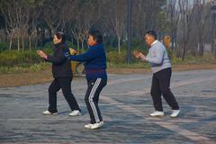 Kiinalainen Seniorit Kuntoilu Kuvituskuvat