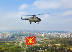 Helikopteri sotilaallinen lippu yli Moskovassa paraati voiton d Kuvituskuvat