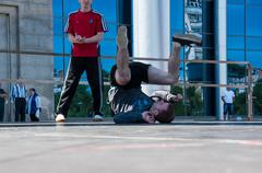 Dancer-guy amateur break-dance Stock Photos