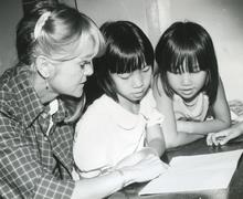 Vietnamese refugees with British teacher, 1980s Stock Photos