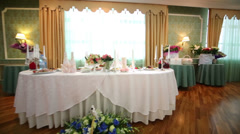 Review beautifully decorated table for bride and groom Stock Footage