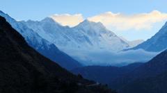 Timelapse auringonnousu vuorilla Everest (8848м), Himalayas, Nepal Arkistovideo