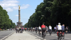 Cyclist in front of victory column, UHD 4K - stock footage