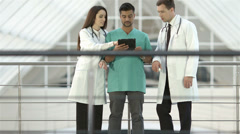 4K & HD resolutions - the doctors discuss the info at the touchpad Stock Footage