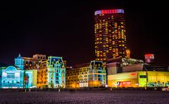 Bally's and colorful buildings at night in atlantic city, new jersey. Kuvituskuvat