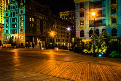 Colorful buildings along the boardwalk at night in atlantic city, new jersey. Kuvituskuvat
