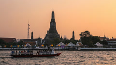 Wat Arun Temple in Bangkok at Sunset Stock Footage
