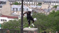Iya Traore - Football Freestyler virtuoso juggled on lamp post with soccer ball Stock Footage