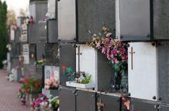 Modern grave in europen graveyard Kuvituskuvat