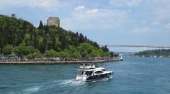 Cruising in Bosporin salmen Istanbulissa Turkissa Arkistovideo