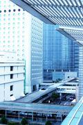 Kaupunkikuvan kanssa toimistorakennukset ja silta Hongkongissa. Kuvituskuvat