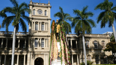 King Kamehameha statue with flower lei, Honolulu, Oahu, Hawaii Stock Footage