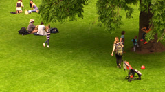 Families and kids to the park. Picnic, games, reading, relaxing, carefree Stock Footage
