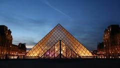 Two establishing shots of the pyramide at Louvre in Paris Stock Footage