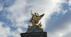 Front view of golden atatue, Buckingham Palace 4K Stock Footage