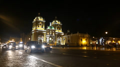 Traffic at night at the main square in Trujillo, Peru Stock Footage