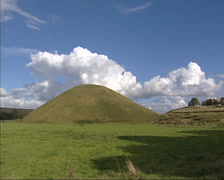 Silbury Hill man-made chalk mound + pan surrounding landscape of Wiltshire. Stock Footage