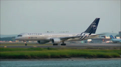 Delta Airlines Skyteam Boeing 757 Stock Footage